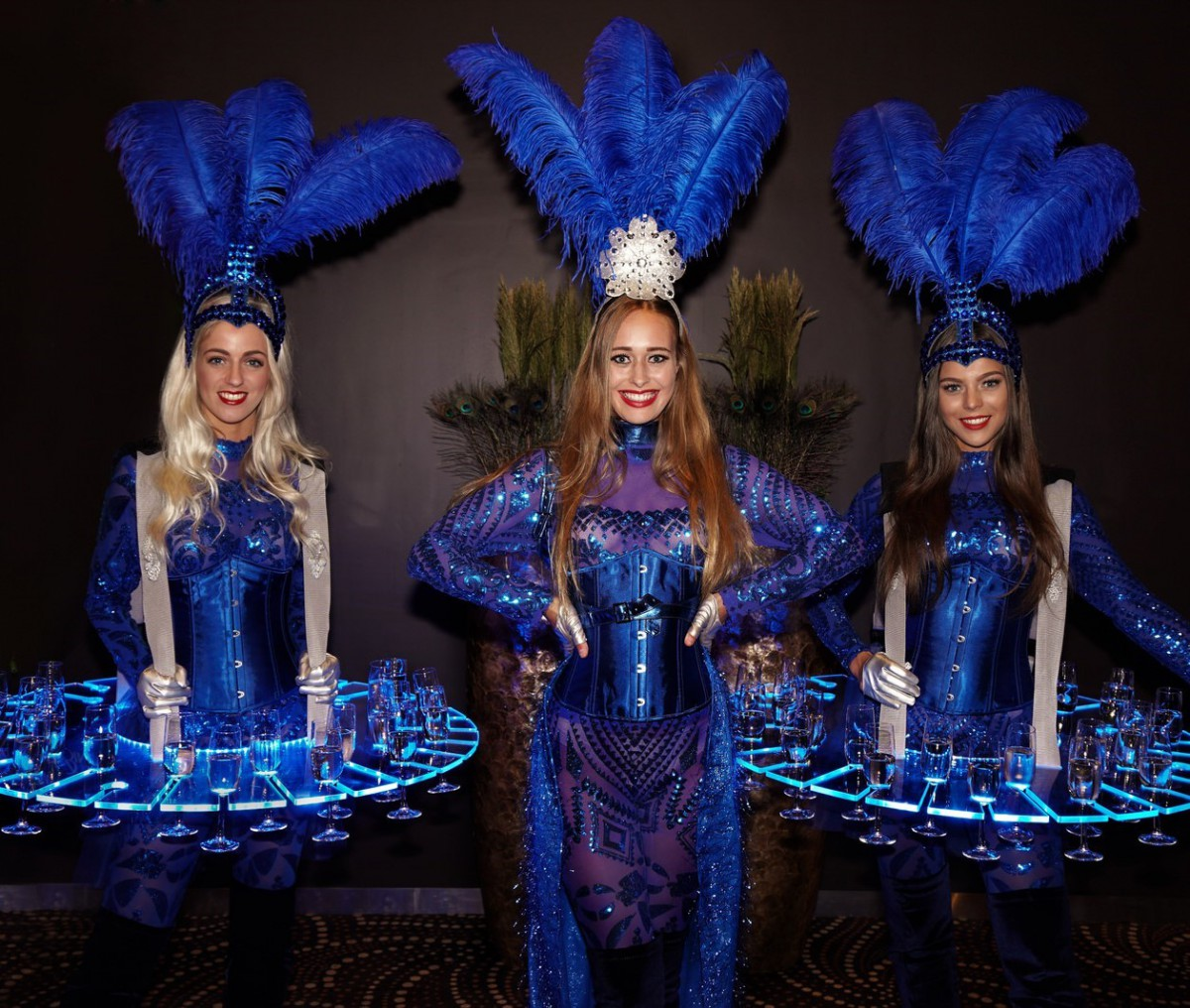 Ontvangstdames, Welkomstact, Champagne Dames, LED Champagnedames, Bubbel Girls, Luxe catering act, Food entertainment, Food and Beverage, Chapagne tafel, Champagne jurk, entree hostess, champagnedames, levende LED-tafels, Champagnebar, LED-Champagnetafel,