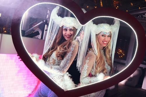 Foto marketing, LED foto act, Valentijns act, Valentijn Cupido entertainment, Glow Thema, LED foto frame, Liefdes fotoframe, Heart, White Vikings, Themadames entertainment.