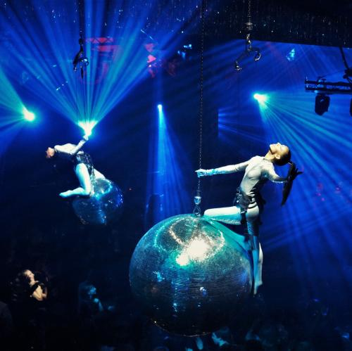 Disco Danseressen op Spiegelballen, Aerial danseressen, Lucht act, Show entertainment, Disco theme