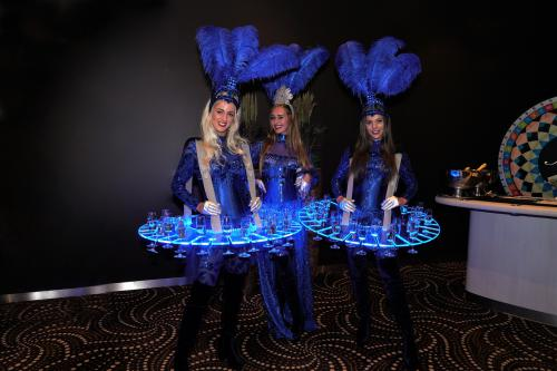 Ontvangstdames, entree hostess, champagnedames, levende LED-tafels, Champagnebar, LED-Champagnetafel, entertainment, Muziekdames, theatraal ontvangst, chique welkomstdames, casino night, casino entertainement, music symphony entertainment