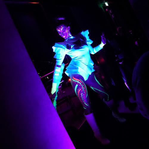 UV Danseressen, Glow in the dark dansshow, Freestyle dansers, Full moon Thema, Avatar, Blacklight dans