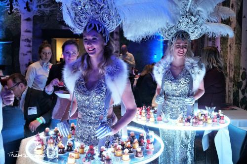 Food entertainment met mobiele LED act. Verlicht display, Winter Wonderland, Silver theme, Queen, fooddisplay, glow, luxe cateringact, patisserie, candy girl, candy girls, Glow Themadames