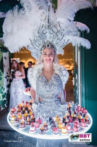 Food entertainment met mobiele LED act. Verlicht display, Winter Wonderland, Silver theme, Queen, fooddisplay, glow, luxe cateringact, patisserie, candy girl, candy girls, Glow Themadames, BBT Online
