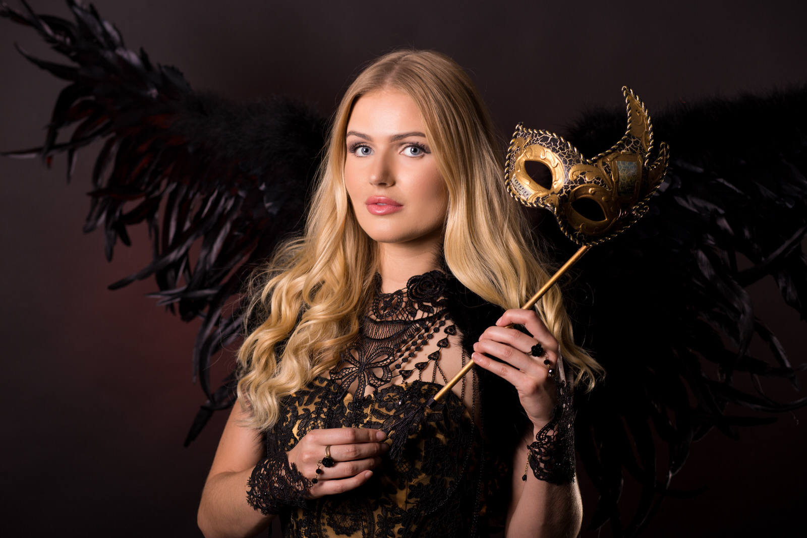 Venetiaanse Dames, Gemaskerd Gala, Exclusive Ball, Ball Masque, Masquerade, Avondkleding, Black Wings, Gala Angel, Secret Beauty, Thema Dames, Hostess, Mysterious Black.