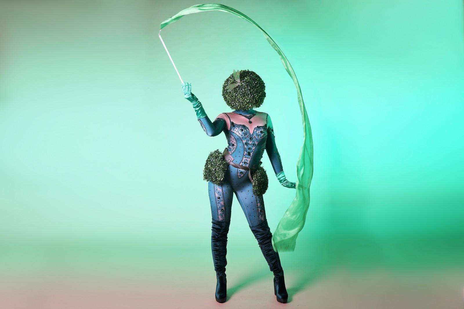 Garden girl, botanic theme, thema kostuum, freesyle danser, silk danser, event entertainmnet, tuin thema, plant thema, groen thema, special character