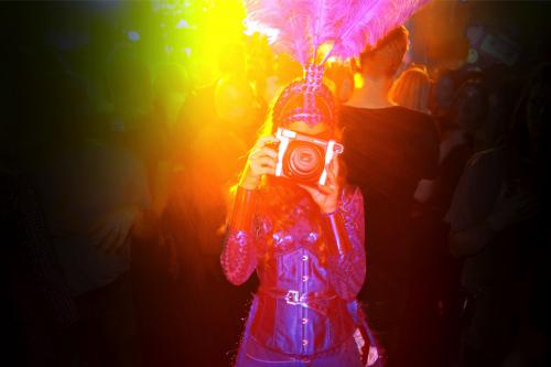 1,5meter entertainment, coronaproof, afstands act, veilig mobiel entertainment, straattheater, corona 1,5m, foto actie, polaroid fotografie, LED entertainment, mobiele uitdeel act, give-away, uitdeel promotie, uitdelen, actie