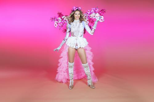 Flower Bomb, Flower Girls, Bloemendames, Lente entertainment, Wedding entertainment, Bruiloft act, Foto act, Fotobooth, Zomer event, Ochidee bloemen hostess