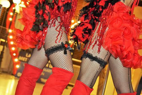 Burlesque dans intermezzo, thema kostuum Moulin Rouge, Parijs thema entertainment, Valentijn Liefde thema event, danseressen boeken, moulin rouge, mobiel entertainment