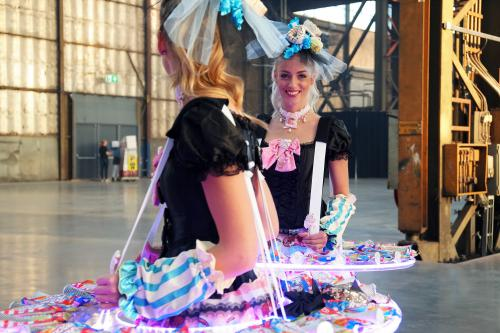 Candy Girls met mobiel LED tafel, Food entertainment, Luxe catering act, Sweet Girl, Ijsjesdame, Donut Lady, Cupcake Girl, Candygirl, Chocolate Girl, Zoete Promotiedames, Snoepjes Dame, Hostess, Thema Dames, Candy Entertainment, Cupcake And Donuts.