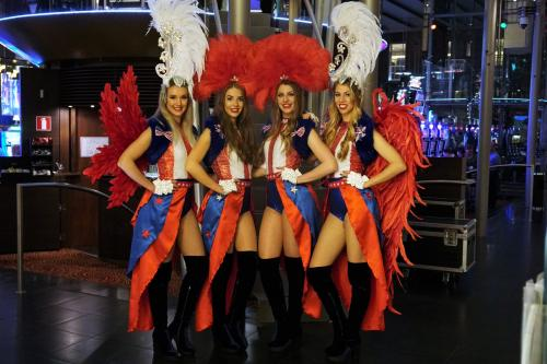 Casino Las Vegas Girls in USA themakostuums met LED omgeven speltafels. Interactieve mobiele spellen, American Style, LED entertainment, quizmasters, Mobiel entertainment, Showgirls, Candy, Candy Girls, Interactieve act.