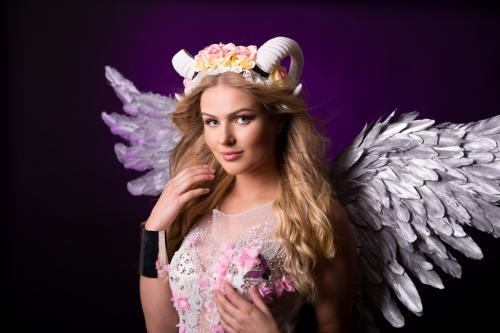 Magische Lentefee, Fantasy, Blossom girl, Voorjaarsdame, White Horns, Blossom Angel, Natural Beauty, Themadames, Theater Dancer, Entertainment, Magisch Mooi, Promoteam