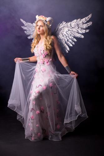 Magische Lentefee, Fantasy, Blossom girl, Voorjaarsdame, White Horns, Blossom Angel, Natural Beauty, Themadames, Theater Dancer, Entertainment, Flower Dress, Inspiration.