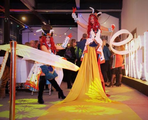 Welkomst act, Circus Party, Thema event, Levende Loper, levende Loper, Luxe gastenontvangt, event entertainment, Circus act, Circus thema, Thema feest