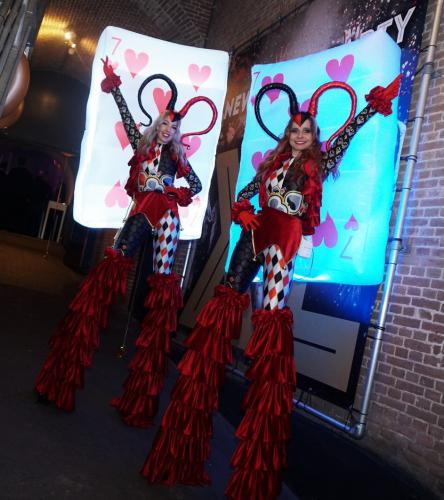 Stelten lopers, Festival, Party, stelten act, steltenloper, House of Cards, Kaartspel, LED entertainment, Halloween Joker Girl, Joker speldames, Casino, Las Vegas, Circus event, Circus thema, thema stelten, thema event, circustenta