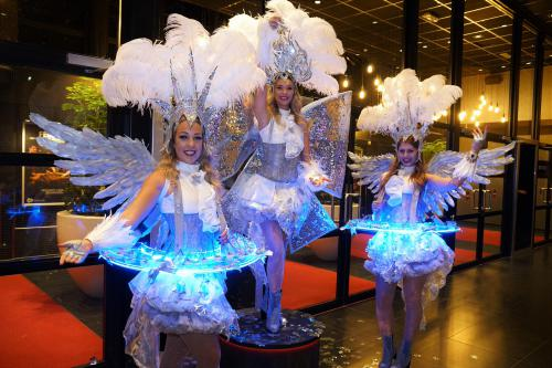 Magic Night, Holland Casino, Food and Beverage, Catering act, Food entertainment, Kerst entertainment, winter wonderland, welkomst act, luxe catering met verlichte LED tafels, uniek, exclusieve hostesses, hostess, custom made, winter kostuums, showgirls,