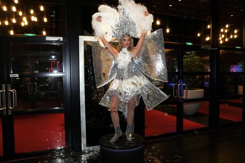 Magic Night, Holland Casino, Silver party, event e tertainment, Welkomst act, Welkomstshow, Kerst entertainment, winter wonderland, welcoming stattue, rode loper, uniek, exclusieve hostesses, hostess, custom made, winter kostuums, showgirls, Magic Night