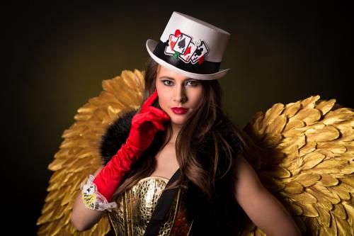 Gold Girl, Gold Angel, Gold Theme, gouden promotiedame, Gouden Engel, Goochelaar, Magician, Kaartenspel, Casino Angel, Lucky Angel.