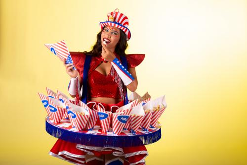 American Popcorn Girl, Rollergirl, Popcorn Dame, Amerikaanse Themafeesten, Candy Girl, Circus Thema, Circus Events, Theater Events, Festival Entertainment, Food Entertainment, Stars and Stripes