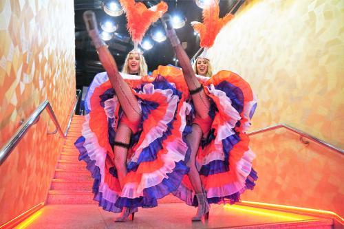 Moulin Rouge, Valentijn, Valentijndame, Dress, Rood, Liefde, Boa, hart, Liefdethema, Valentijnthema, Rozenthema