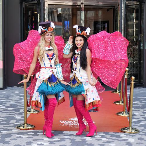 Welcoming host, thema event, circus event, hostess, thema kostuum, circus dames, circus kotuum, welkomst act, ontvangst act, ontvangst entertainment