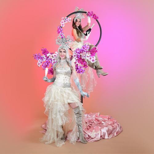 Champagne dames, aerial champagne, welkomst act, gastenontvangst, event entertainment, wedding, bruiloft, circus thema, circus event, circus entertainment, circus thema, thema entertainment