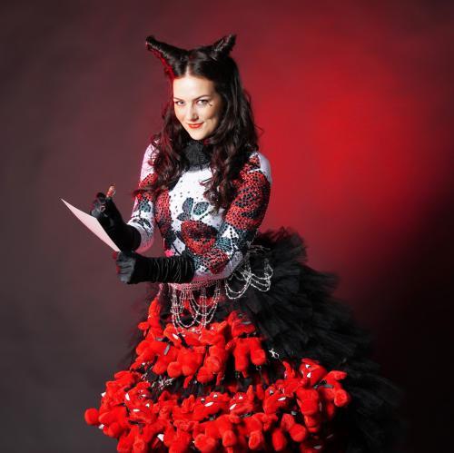 Complimenten dames, Knuffeldames, Halloween, Halloween Dame, Duivelse Evenementen, Spooky Girl, Promotion Dancer, Halloween Danseres, Freestyle dancer, Halloween Angel, Hostess, Fright Nights, Scary Lady, Black Beauty, Little Devil.