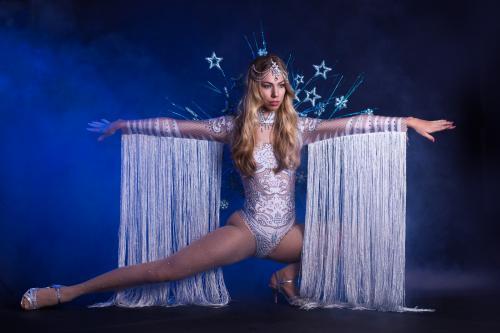 Dancing Act, Winterssprookje, Frozen Snow Dancer, Freestyle Dancer, Entertainment, Themadames, Winter Dame, Snow Queen, Openingsact.