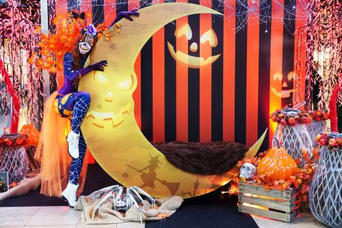 Halloween maan, fotodecor, fotobooth, decoratie interactief, animatie, event aankleding, polaroid meisjes, fotografie, entertainment