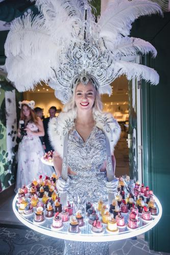 Gatsby Glamour table, silver, gatsby look, thema feest, Great Gatsby, Gatsby theme, event entertainment, mobiel entertainment, Food presentatie, Luxe food presentatie, Catering presentatie