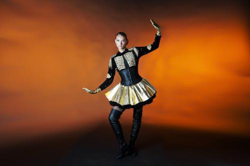 Showmaster, goud, zwart, entertainment, evenement, event, feest, kostuum, rok