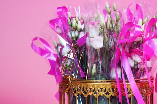mobiele uitdeel act, give-away, uitdeel promotie, uitdelen, actie, bloemen, bloemendames, flower hostess, bloemenmeisjes1,5meter entertainment, coronaproof, afstands act, veilig mobiel entertainment, straattheater, corona 1,5m
