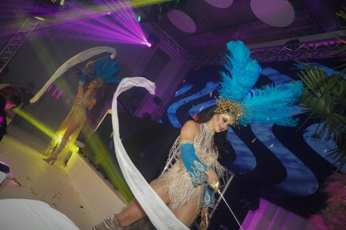 Gold Party, Danseres, Gouden Ibiza party, summer event, beach party, standfeest, zomer entertainment, dinnershow, food entertainment, catering act, schelpen, luxe strand look