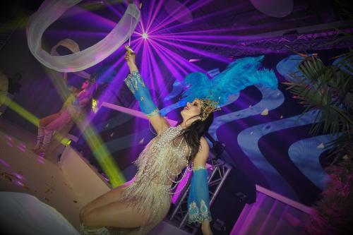 Gold Party, Danseres, Gouden Ibiza party, summer event, beach party, standfeest, zomer entertainment, dinnershow, food entertainment, schelpen, luxe strand look