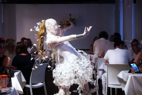 White orchid, kostuum, freestyle danser, freestyle danseres, bloemen dame, event entertainment, entertainment, mobiel entertainment, zomer