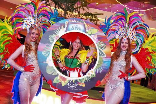 Event fotografie, Event foto act met gepersonaliseerd foto frame, Holland Casino, Thematische Polaroidmeisjes, Summer Party, Polaroid themadames, Ontvangst act, Ibiza Party, entertainment