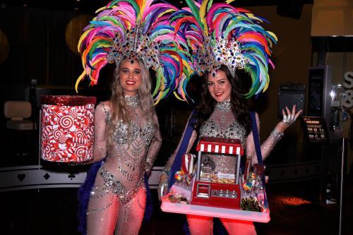 Spelletjes entertainment, mobiele speltafel, amusement, LED speltafel, Holland Casino, Thematische speldames, Summer Party, Ibiza Party, entertainment