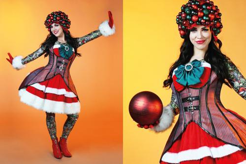 Kerst, kostuum, mrs. Claus, kerstvrouw, christmas carol, christmas, x-mas thema, thema event, fotobooth, photobooth, event ontvangst, hosting, event hosting, ontvangstact, ontvangstfunctie, gastvrouw