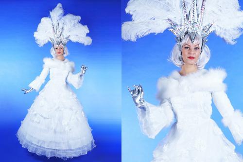 Winter, winter kostuum, winter costume, winter ball, winter queen, snow queen, ice queen, gala, gala jurk, witte jurk, prinses, princess, snow white, host, hosting, gastvrouw, ontvangst, ontvangstact, ontvangstfunctie, hostingfunctie, welcoming, welcoming