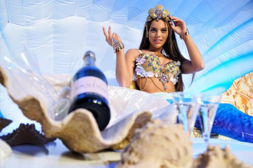 zeemeermin, mermaid, fishtail, zeebanket, ocean event, water, pearl lady, Ocean theme, Summer Festival, Beach event, Champagnebar, Sushibar