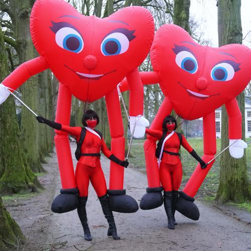 liefde, love, spreading love, valentijn, valentine's day, valentijnsdag, moederdag, vaderdag, winkelcentrum, winkelcentrum promotie, activatie, merkactivatie, decoratie, harten, hart, hartjes, emoji's, entertainment, puppets, inflatables, marionette act,