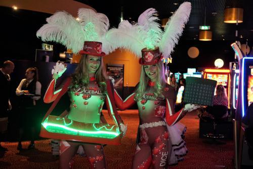 Mobiel Spelletjes entertainment speciaal ontwikkeld en inzetbaar voor Holland Casino met Diceball speltafel en Diceball kostuums. Geheel in huisstijl van Holland Casino.