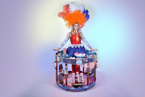 Walking Table, Sea Tresure carousel, Candy table, Candy Girl, Maritiem scheepvaart museum act, Hollandse Glorie Hapjesdames, Food entertainment, Culinair entertainment, catering act, Hollandse dames, Holland kostuum, Haringmeisjes, Hollandse meisjes, Holl