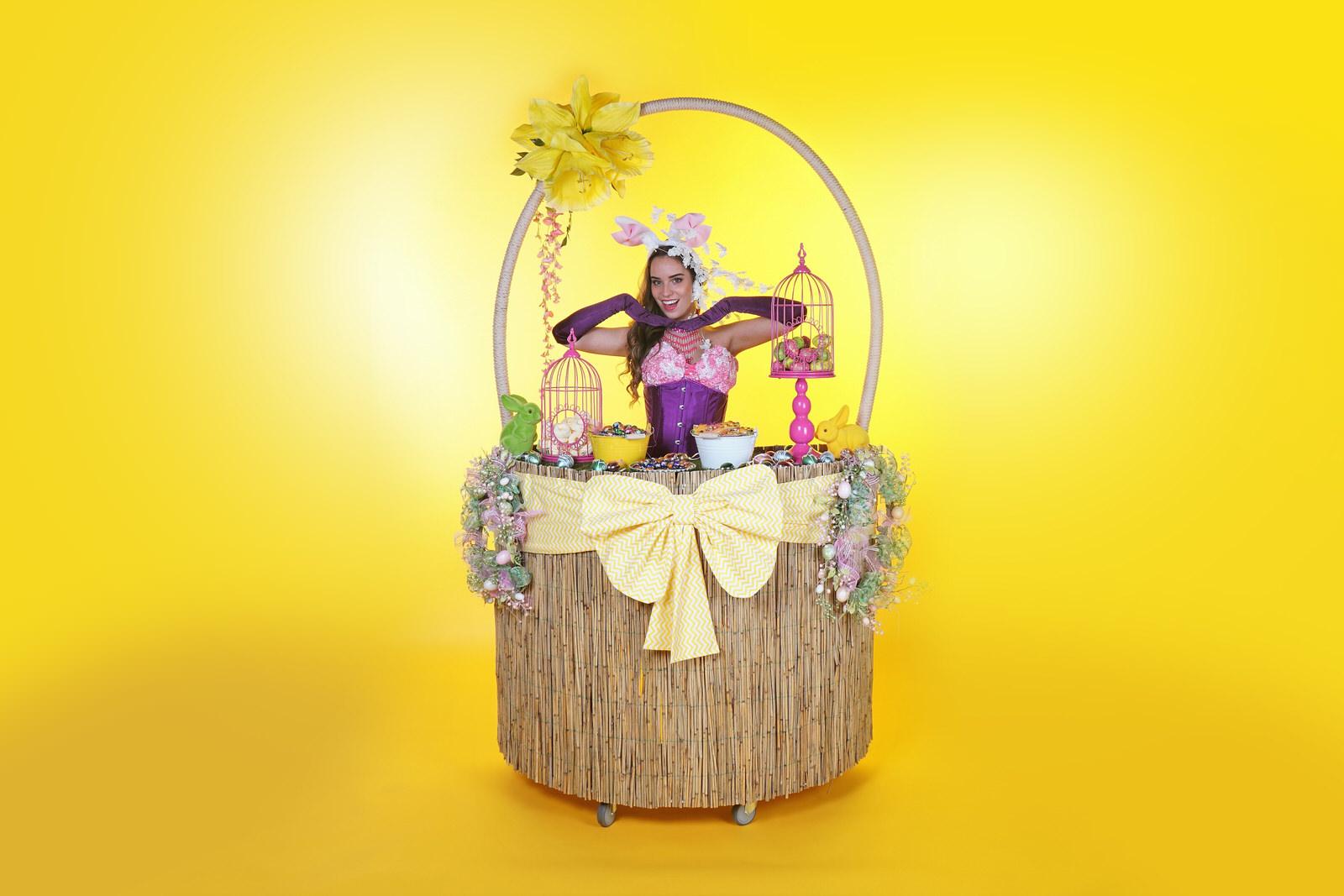 Pasen, Paasdagen, Paashaas uitdeelactie, rollende tafeldame, strolling table, entertainment, event Eastern, voorjaar, lente