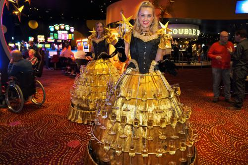Champagne dames, Klassieke champagne jurken, gold, Welkomst act, Opening show, event entertainment, champagne meisjes, bal, sylvester, hostess