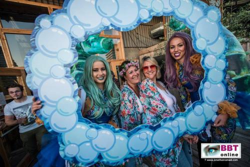 Zeepaarden, Ocean thema, Event fotografie, Polaroid dames, gepersonaliseerd fotoframe, foto act, Summer Party, Beach event, Fotomarketing, entertainment