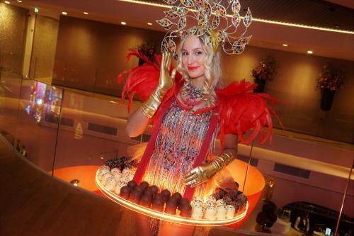 Candy girl, choco zoenen, customized chocolade, glamour table, entertainment, catering, event catering, thema event, luxe chocola