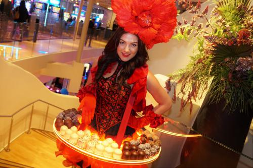 Choco zoenen, Luxe candy dame, candy girls, sweets, chocolade glamour table, Gold event, event entertainment, luxe