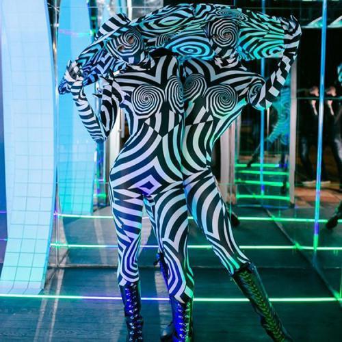 Abstracte artistieke danseressen, Futuristisch, animal, Zebra, Zoo, Avant Garde, Black and White events, dansshow