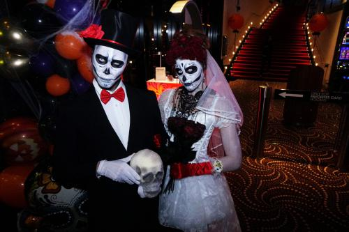 Halloween entertainment, Halloween danseres, danseressen, Halloween kostuum, party, fright night entertainment, performer, artiest, skull dancers, dia de los muertos, Mexicaanse Halloween, skelet act, trick Or treat, bruidspaar, halloween bruid, halloween