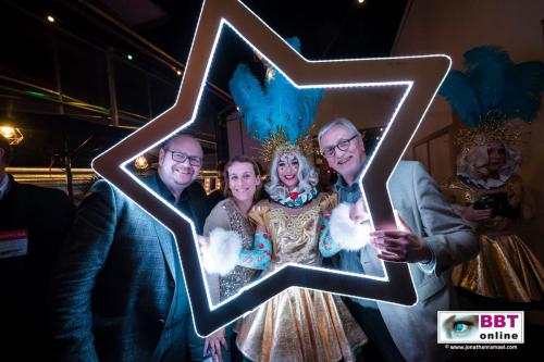 Foto marketing, Polaroid fotograaf,LED foto act, Glow Thema, Futuristic, LED foto frame, Gastenontvangst, Openingsact, Kerstster fotoframe, Kerstentertainment, Themadames entertainment.